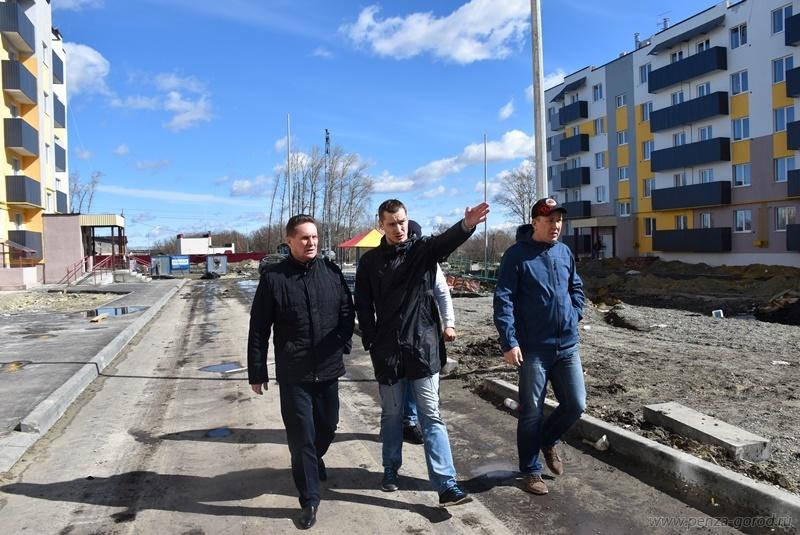 Мэр Пензы проверил строительство детского сада вЗаре