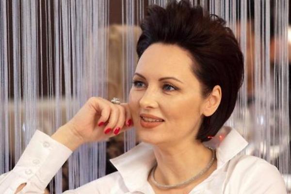 кому фото элеоноры из кухни в очках открытка изображением российского